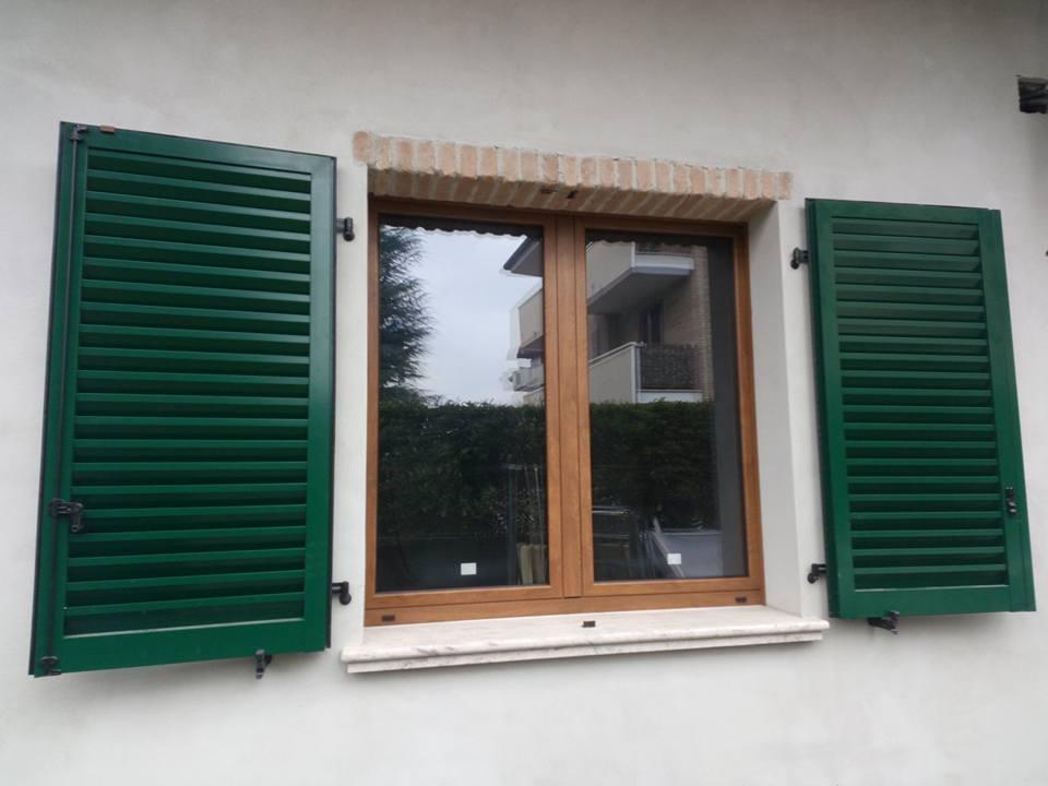 Finestra in alluminio finestra in legno e alluminio - Finestre isolamento termico ...